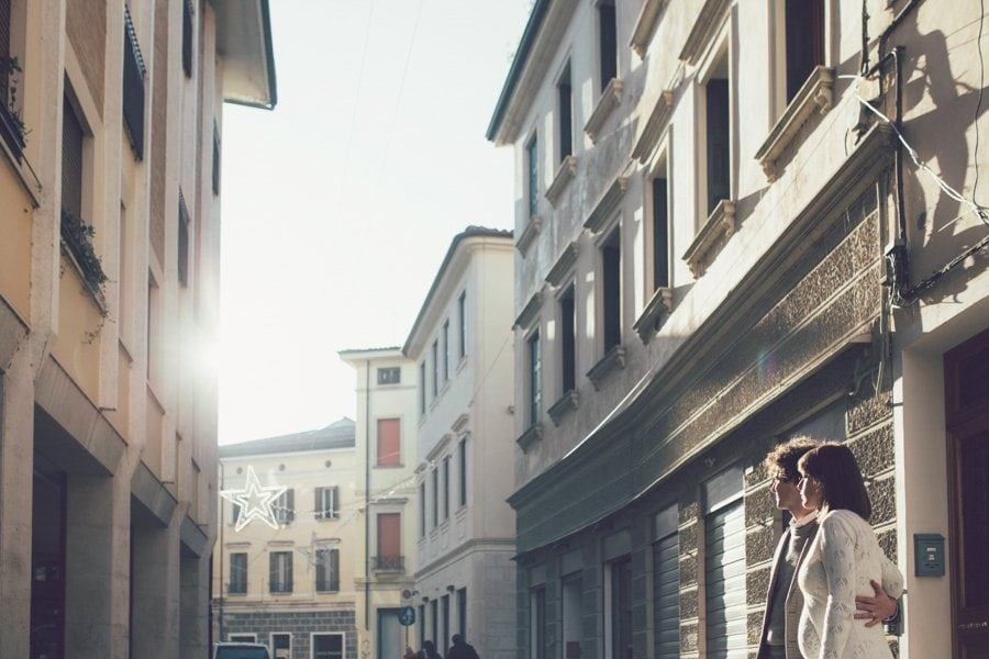 fotografia di coppia in citta